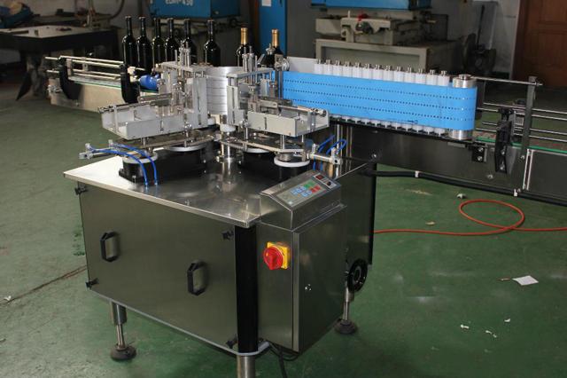 Automatikus lineáris kerek palackok hideg paszta nedves ragasztó címkéző gép