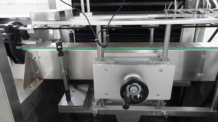 Automatikus PVC zsugorító hüvelyes palack címkéző gép