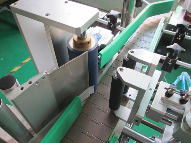 Automata függőleges, kerek fémdobozok Címkefelszerelő gépek gépei
