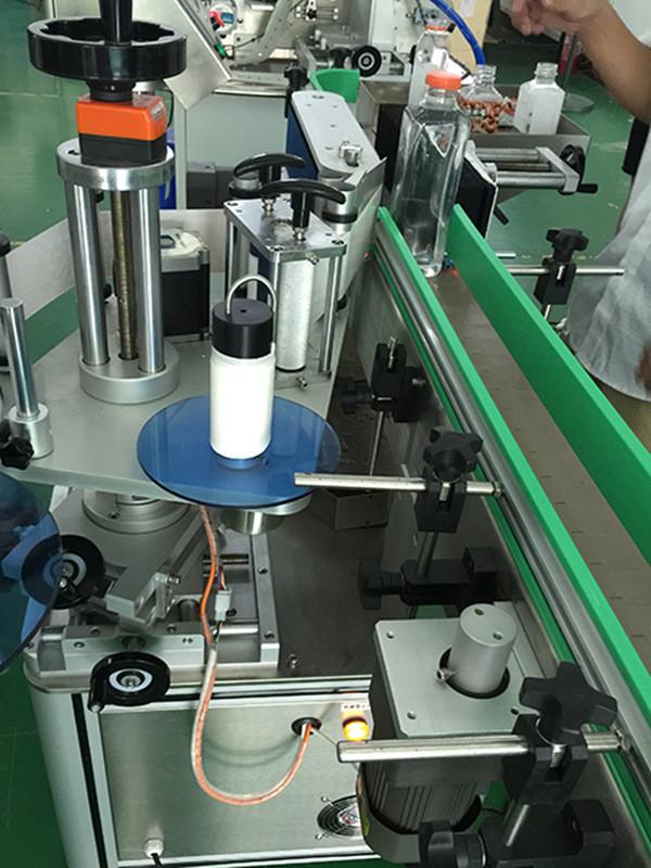 Automatikus függőleges négyzet alakú palackok négyoldalas címkézőgép részletei